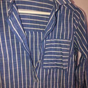 Skjorta från H&M💙I fint skick!