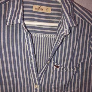 Skjorta från Hollister, i fint skick💙