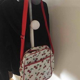 min mammas gamla handväska. skitsnygg 😍