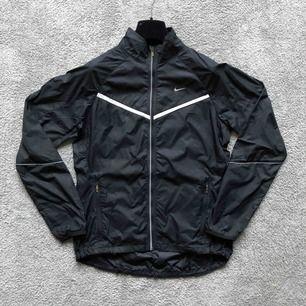 Original Nike Jacka som är helt ny☁️🖤☁️ frakt tillkommer, 72kr eller möts upp i Stockholm.