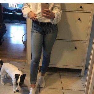 Abercrombie and Fitch jeans. Storlek 26 i midjan och 31 längd. Lågmidjade, strechiga och sitter bra vid rumpan! Prisvärda då jag köpte de för ca 900kr