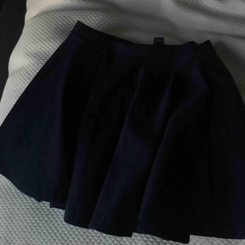 En söt kjol från Ralph Lauren. Använd ytterst få gånger. Kjolar.