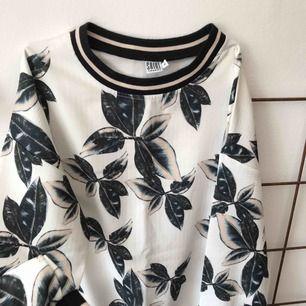 Cool tröja från saint tropez, aldrig använd!