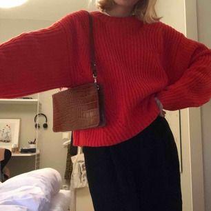Supermysig grovstickad tröja i härlig färg som passar nu till hösten!🍂  ❗️Frakt tillkommer på 50 kr❗️