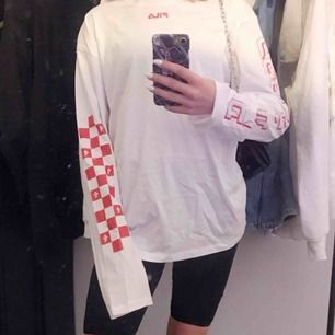 Fila tröja i strl XS, unisex Aldrig använd Köpt för 600, säljer för 200, ingen frakt inkluderad💞