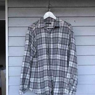 Flanellskjorta från brandy Melville, mjuk & skön. Köparen betalar frakt