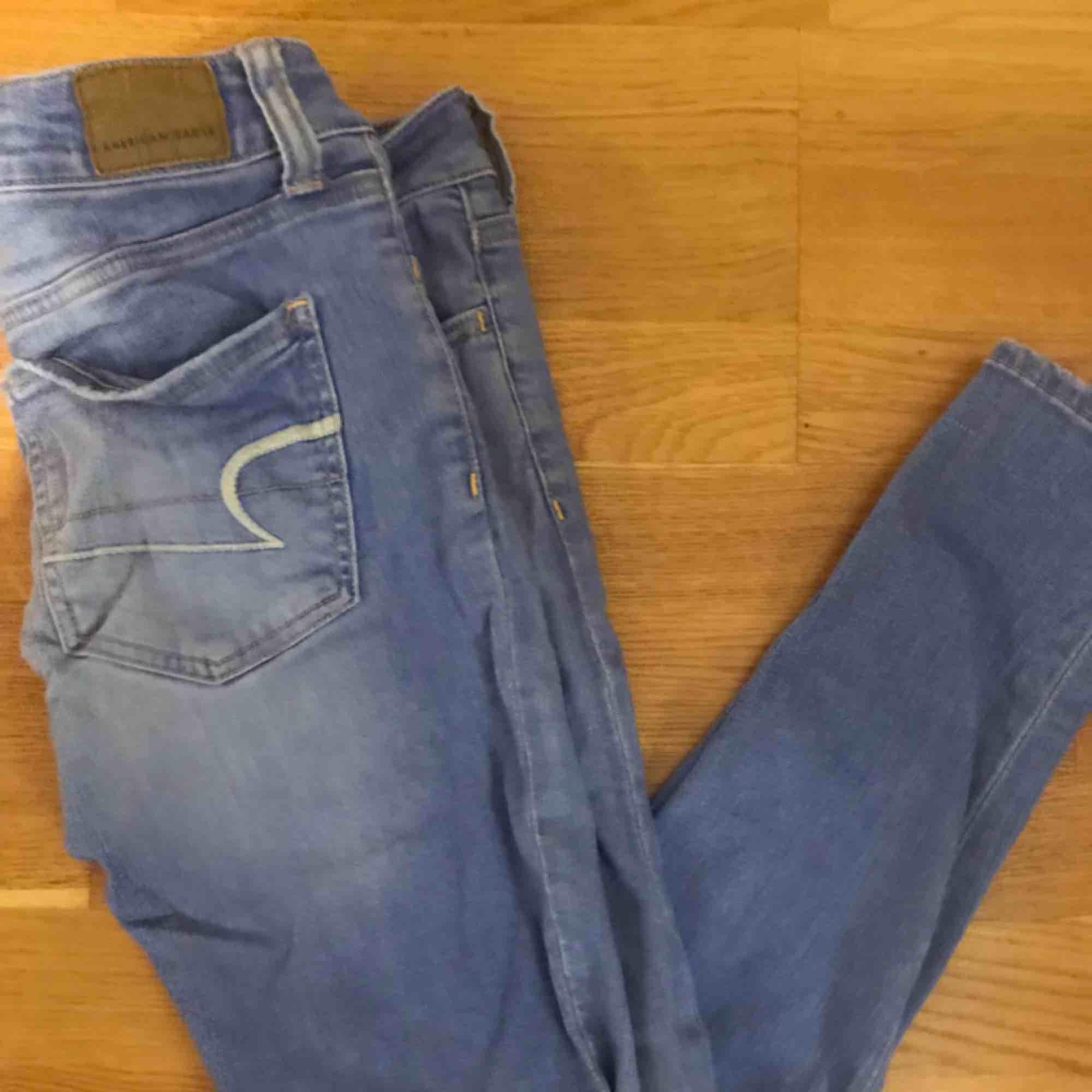 Jeans från American eagle, inköpta dyrt. Jeans & Byxor.