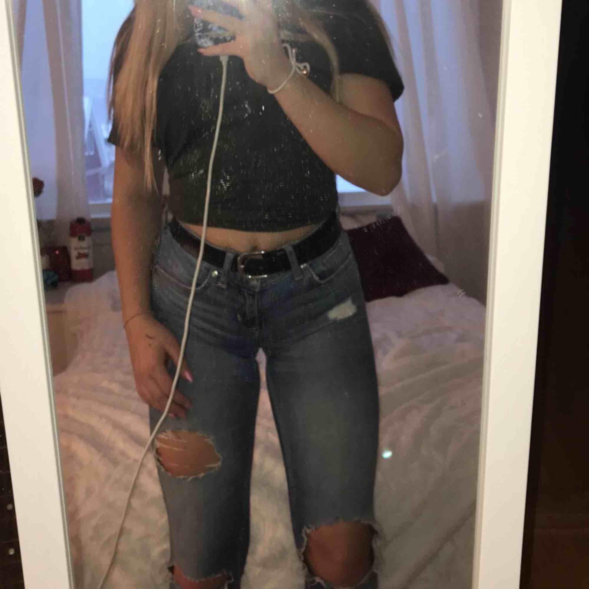Håliga lågmidjade jeans från ginatricot! Skriv för fler bilder!. Jeans & Byxor.