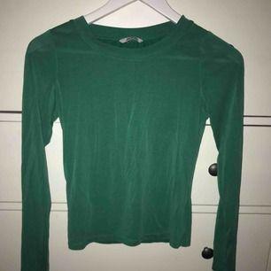 Långärmad grön tröja! 42kr frakt
