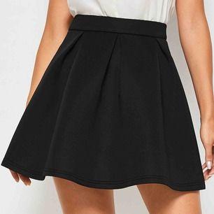 Säljer denna kjolen då den var för stor för mig! Endast provad! Den är XS men skulle mer säga S! Frakt ingår