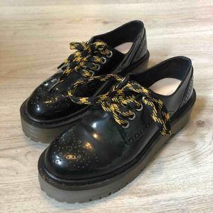 Jättefina skor från pull&bear! Använder alldeles för sällan så nu är det dags för de att hitta en ny ägare 😍