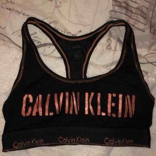 Calvin Klein top, köpt för 449. Använd max 10 gånger. Riktigt skönt material, mjukt och stretchigt. Säljer pga två likadana.