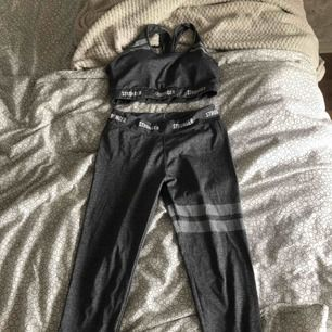 har S på kläder kan ha dom men är ganska lång så byxorna är korta för mig drf säljer jag Köpt på en marknad så vet inte om dom är äkta men dom ser äkta ut o är i bra kvalite  Säljer dom billigt eftersom jag inte vet om dom är äkta eller fake