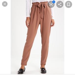 Säljer dessa byxor från Bikbok använda 1 gång