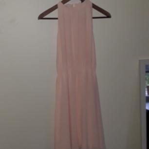 Klänning från HM, använd 2ggr, ljusrosa Säljer för att jag aldrig använder klänningar längre :)