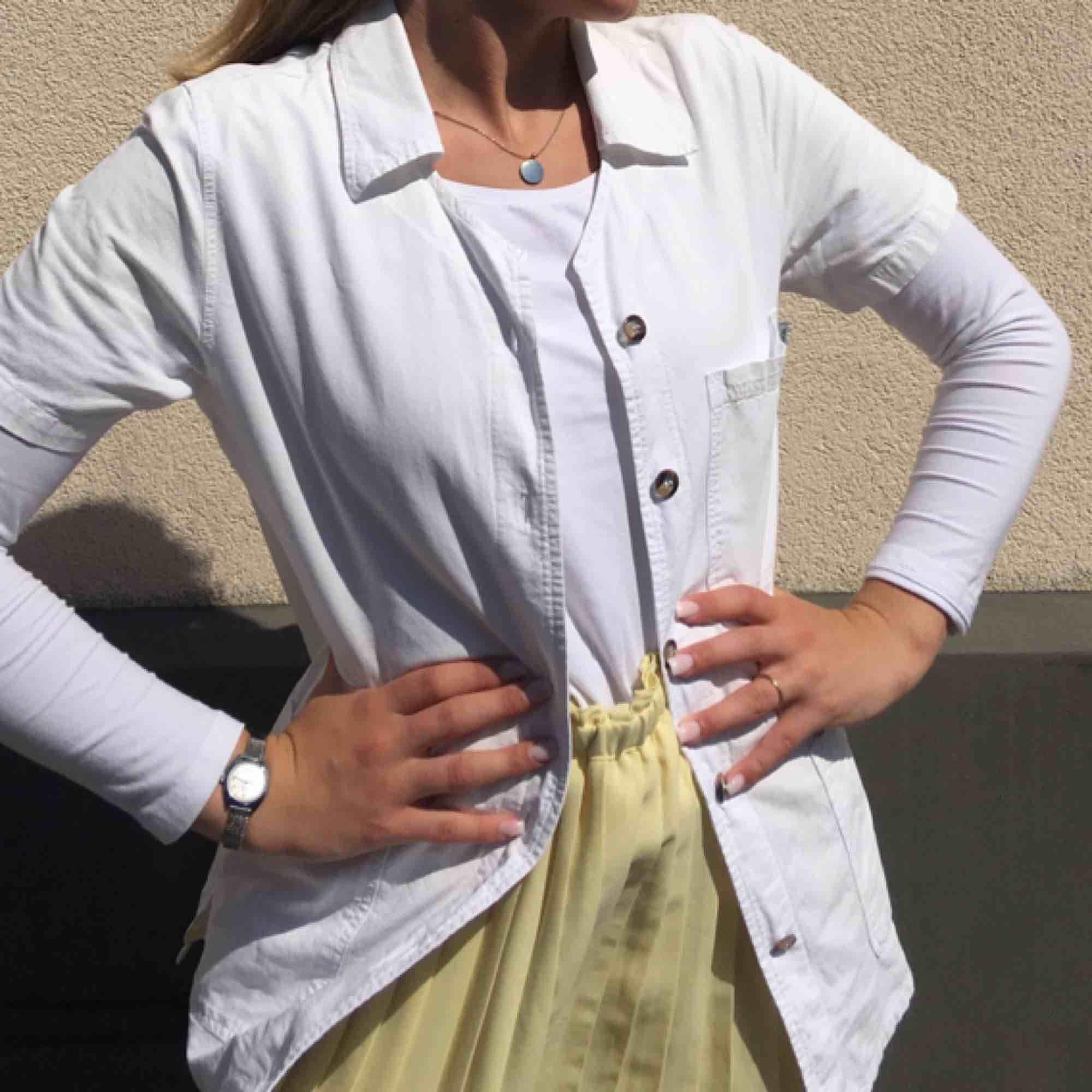 Jättefin skjortliknande tröja. Storlek XS men sitter som S. Pris: 120kr + 50kr frakt💗💗💗. Tröjor & Koftor.