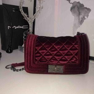Väska från Nelly.com, endast använd fåtal gånger✨nypris: 350kr