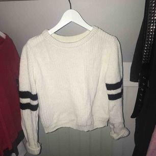 Supercool och mysig kort stickad tröja från Gina tricot. Sparsamt använd 💖❤️