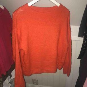 Väldigt fin och mysig orange stickad tröja från hm! 💖💖