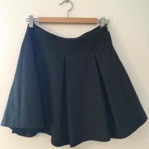 Fin tjock grå kjol från Zara