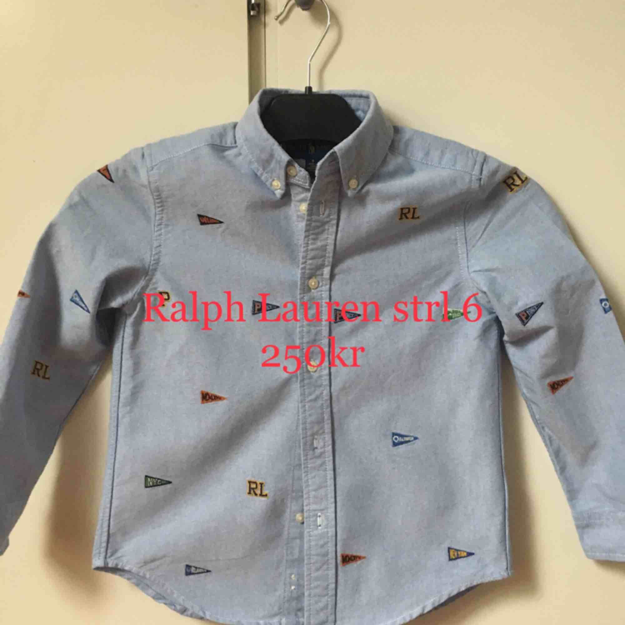 Ralph Lauren skjorta, storlek 6Y, mycket fint skick, mycket lite använd. Skjortor.