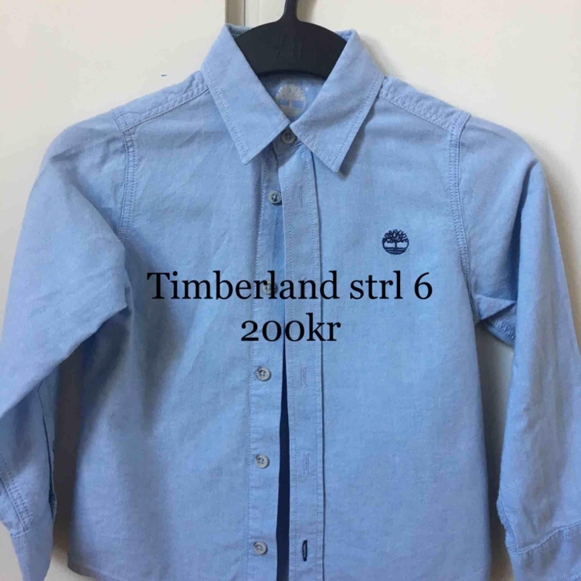 Ljusblå skjorta från Timberland, storlek 6Y, mycket fint skick. Skjortor.