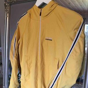 Cool retro Peak Performance tröja med dragkedja, ⭐️ köparen står för frakt