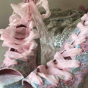 Säljer dessa killer shoes från DollsKill. Köpta för typ två år sen för över 1000kr men har haft de på mig bara en gång.