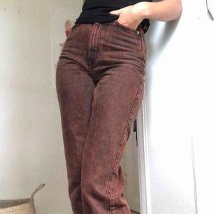 Tuffa jeans från Weekday, modell row