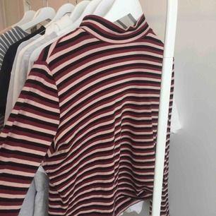 Jättefin randig tröja! Används tyvärr ej därför säljer jag den🥰💖 Skick 9/10