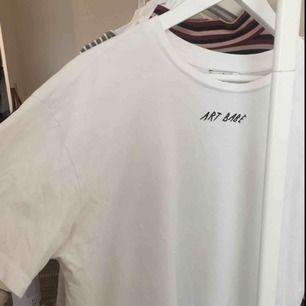 Fin T-shirt, knappt använd!💖🦋