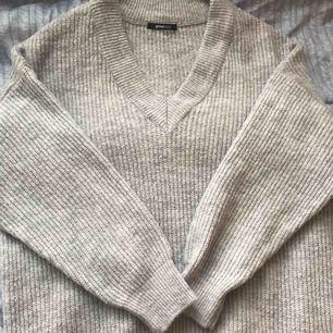 Grå stickad tröja från GinaTricot köpt för 5 månader sedan och har inte alls använts eftersom den är för stor.
