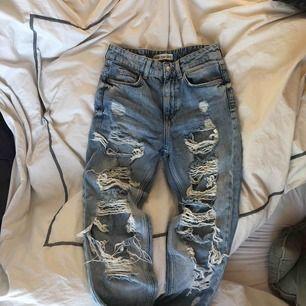 Jeans som är för små för mig. Köpta på Bershka i Spanien. Sparsamt använda och passar även dig som är XXS/32.