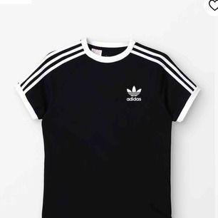 Oanvänd T-shirt från Adidas. Köpt för 350kr. Passar mig som har S