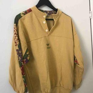 Vintage tröja som är superfin!! Den är tyvärr för liten för mig därför måste jag sälja vidare, kan mötas upp i Stockholm