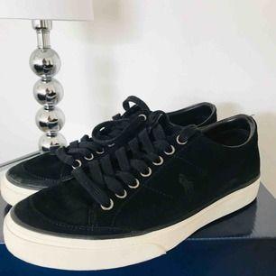 Ralph Lauren sneakers, använda ett fåtal gånger.   Köparen står för frakten ✨