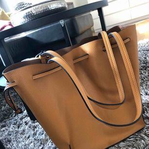 Väska från zara som inte kommer till användning.. tar betalning via swish och fraktar mot fraktkostnad