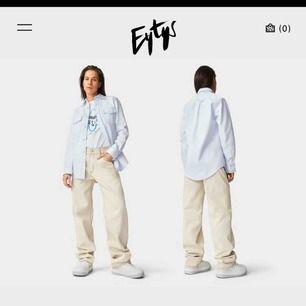 Eytys benz twill i storlek 26. Skitsnygga och lite baggy jeans med beiga sömmar. Nypris 2000kr