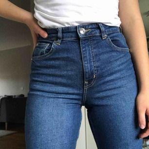 Jättefina jeans från H&M! Använda ett par fåtal gånger. Köparen står för frakt💜