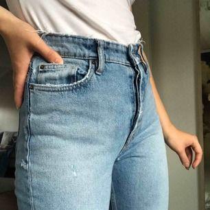 Supersnygga jeans från Zara. Säljer pga att de inte kommer till användning! Köparen står för frakt💜