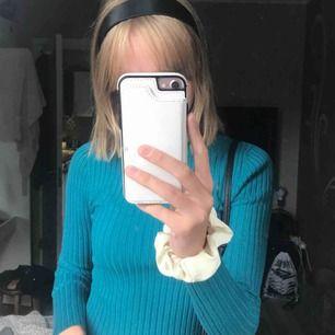 Lite croppad turtleneck ifrån Gina! Ribbad och har en skitsnygg färg. Använder inte längre tyvärr. 100kr+frakt! 💞