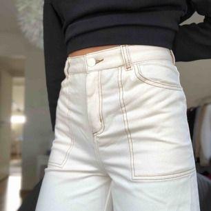 Säljer dessa sjukt snygga jeans från monki. Aldrig använda (lappen sitter kvar). nypris 350kr. Köparen står för frakten:)