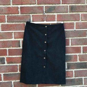 Säljer denna helt nya söta manchester kjolen från shein då den var för liten för mig!