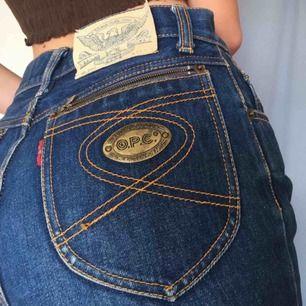 JEANS typ midrise med supersnygga fickor!!! 😍 Storlek typ XS-S (det står inte), 250kr + ev frakt om vi inte möts upp.