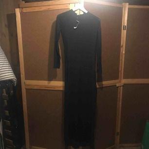 Långklänning som är transparent båda sida . Kolla på bilder . Klänning är ny!