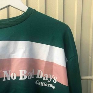 Grön croppad tröja från Nakd, frakt tillkommer :)💓