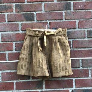 Ett par helt oanvända shorts som var för små för mig, skulle säga att de definitivt passar någon storlek 38!