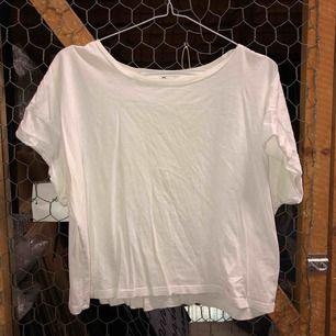 Crop top, t-shirt. Samfraktar gärna!