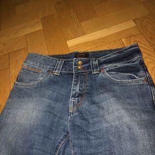 Sååå snygga jeans ifrån populära märket crocker! Använda fåtal gånger så som nya. Blir billigare om man köper flera saker från mig