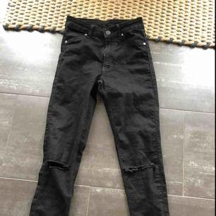 Snygga jeans från cheap monday, köpte de för ca 400kr, jag säljer de för 150❤️ storlek xs❤️